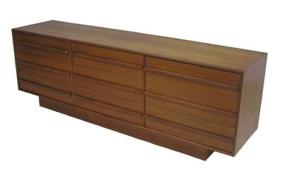 1970s Low Teak 9-Drawer Dresser